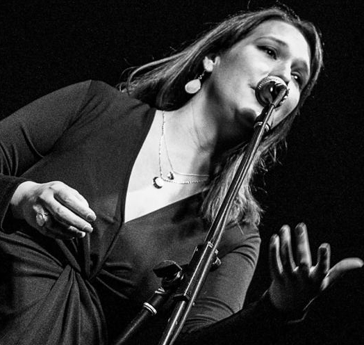 MÓNICA ZULOAGA & KM BIG BAND